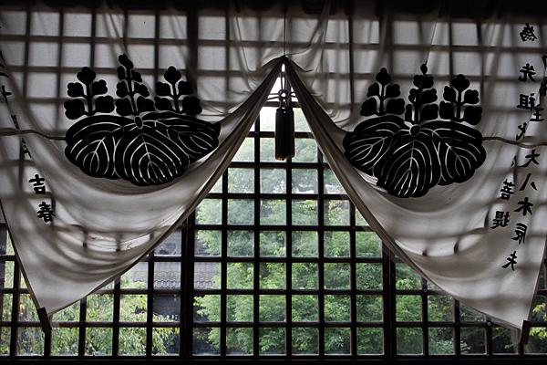 妙興寺内側から見る外