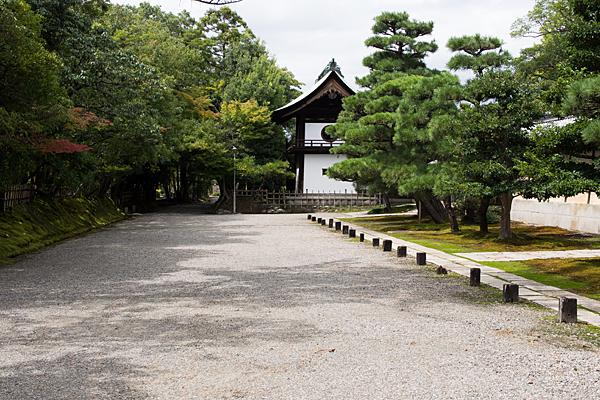 妙興寺境内の風景と鐘楼