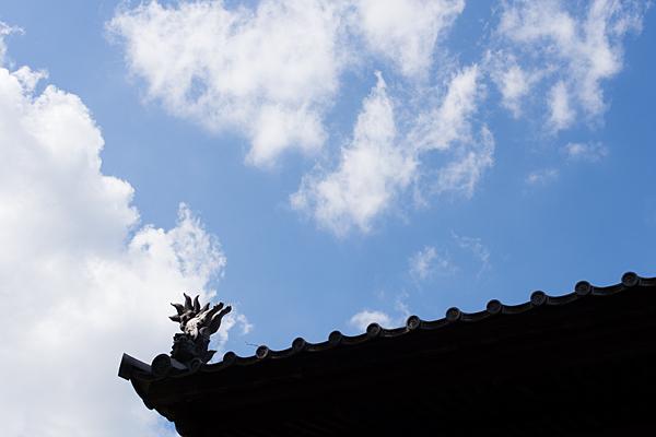 犬山寂光院屋根と青空