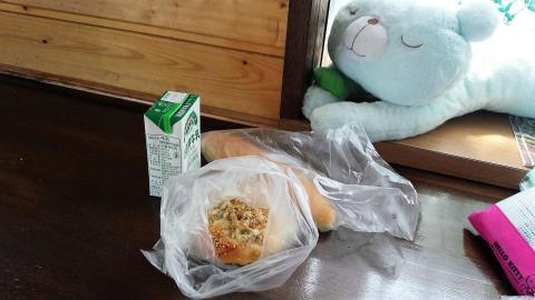 ゴボウパンとミルクパン