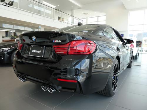 BMW M4リアエンブレムkai