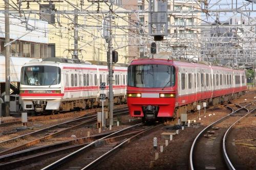 1230系・1200系 金山駅