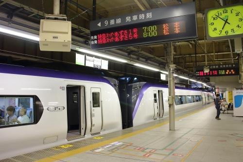 スーパーあずさ1号 新宿駅