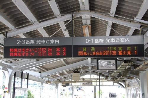 岡谷駅 発車案内標