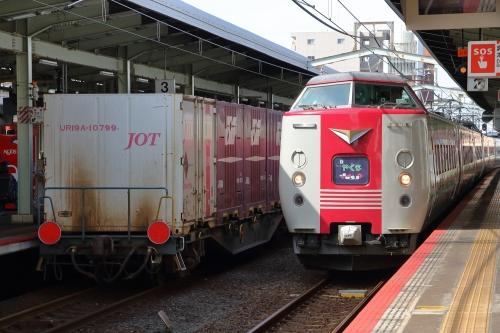 山陰迂回貨物9081レ+やくも 松江駅