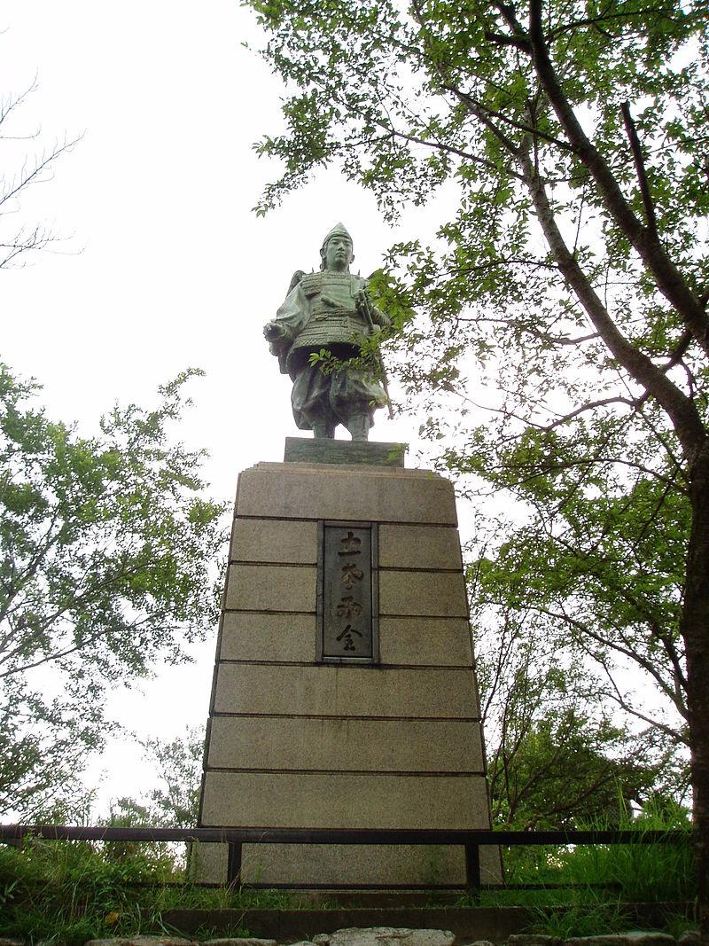 楠木正行石像(大阪府大東市飯盛山)