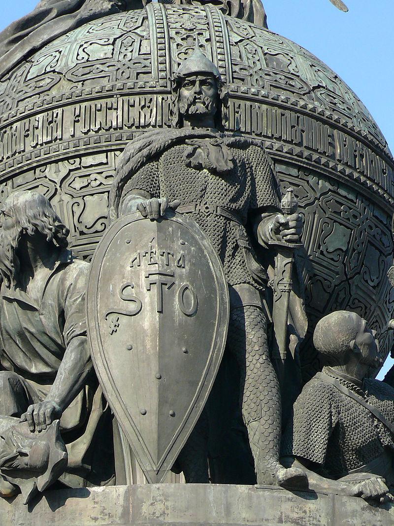 ロシア1000年記念碑のリューリク像(ノヴゴロド)