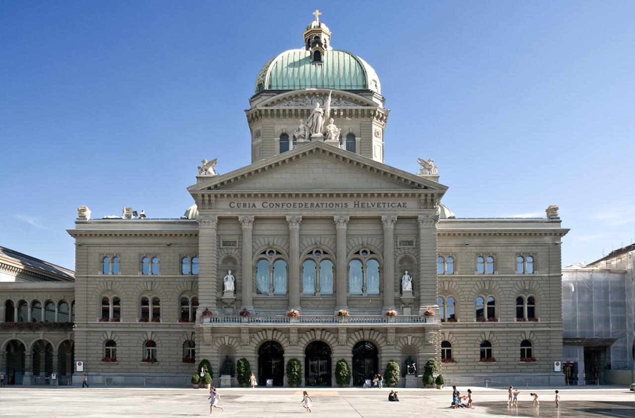 スイス連邦議会議事堂の北正面