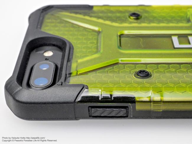 UAG PlasmaにiPhone7Plusを装着 サイド側2