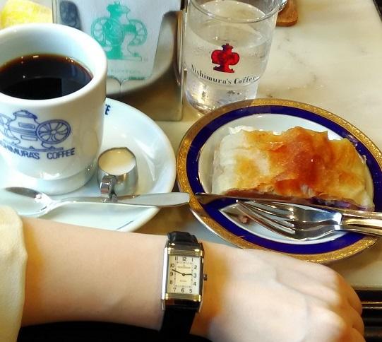 にしむら珈琲のケーキセットとレベルソ(JAEGER LECOULTRE レベルソ クラシック 2508412)さん