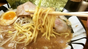 豚シャモジ ご馳走特濃豚ソバ 麺