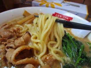 滋魂 禁断の特濃味噌ラーメン 麺