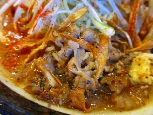 まごころ亭 牛肉と牛蒡の吟醸味噌ラーメン 具 (2)