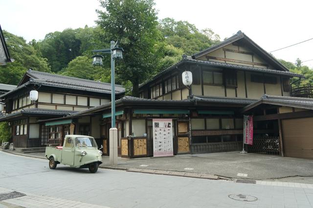 高尾山の老舗料理屋とミゼット