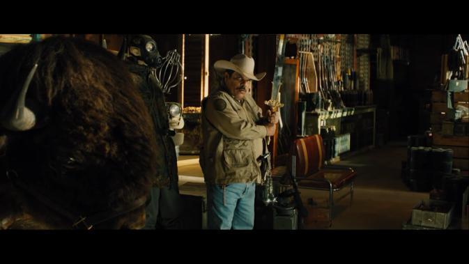 tls-Luis Guzmán as Mike Figuerola sword