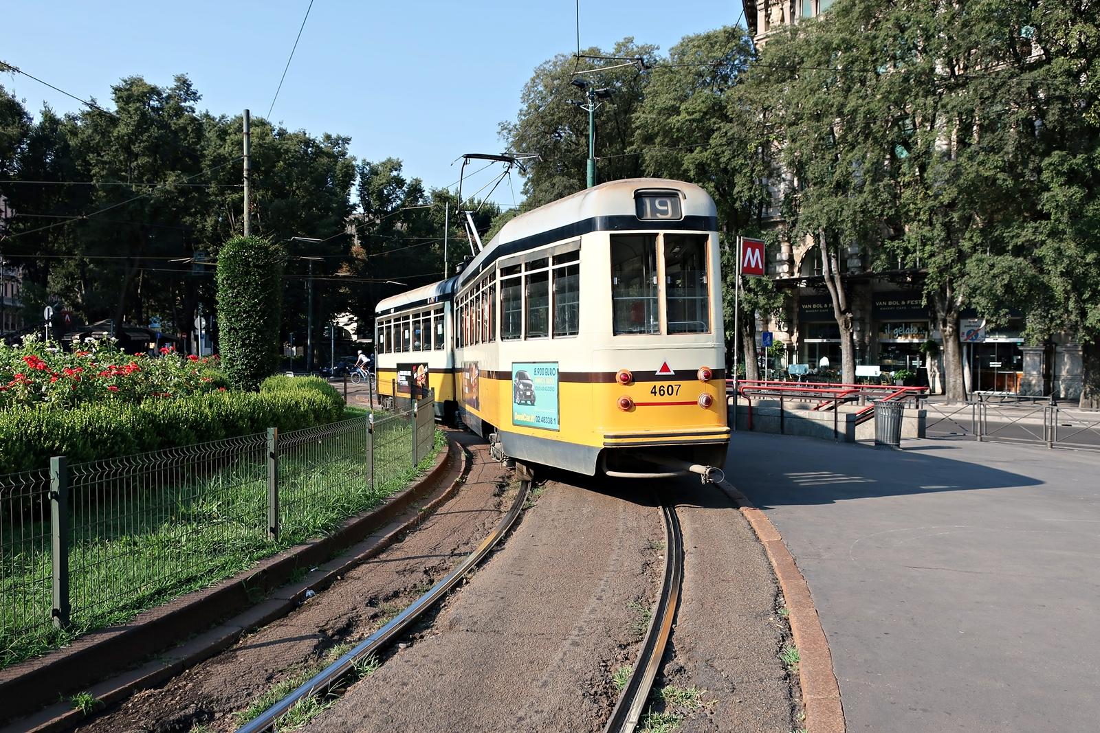 IMG_1010(Milano_Park_tram).jpg