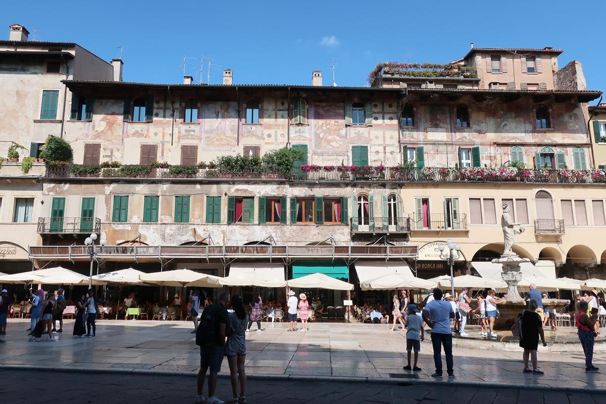 IMG_1099(Piazza_Verona_del_Erbe).jpg