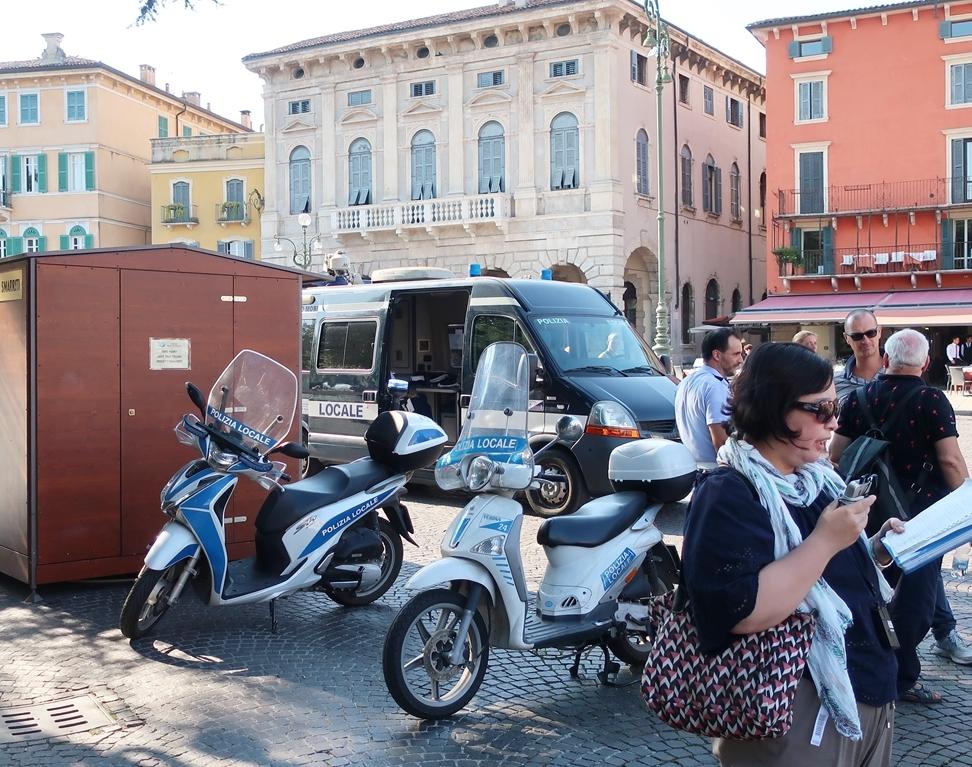 IMG_1131(Policemen_Verona).jpg