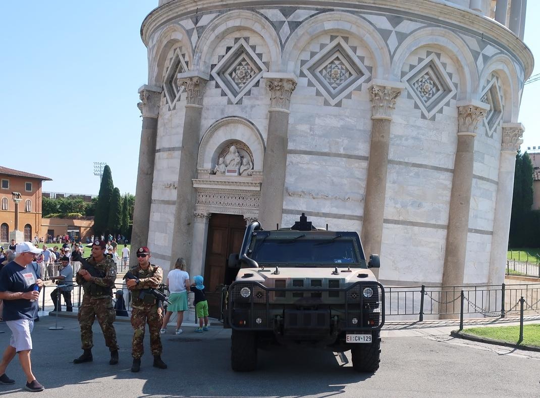 IMG_1381(Police_Army_Pisa).jpg