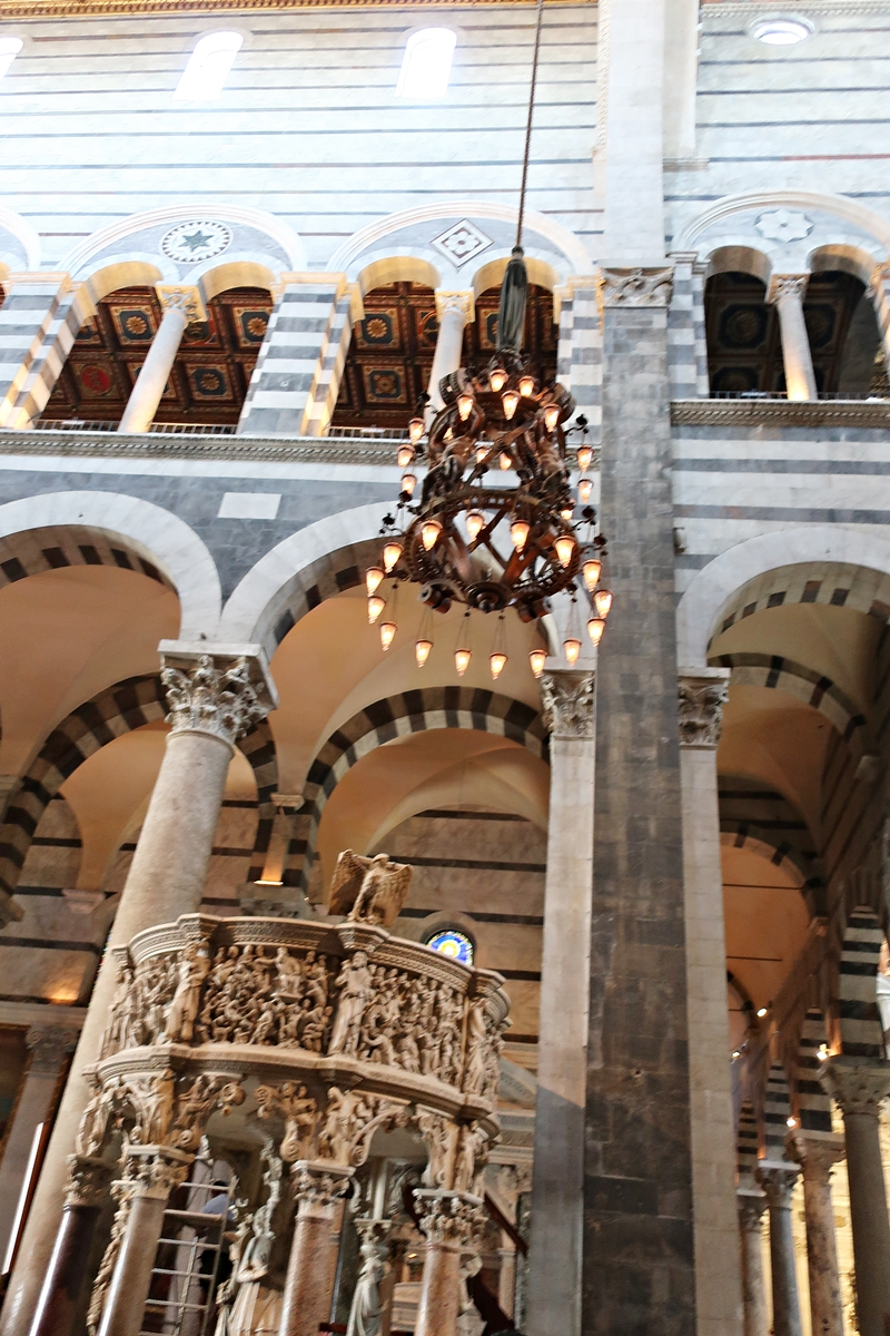 IMG_1400(Pisa_Basilica_lamp).jpg