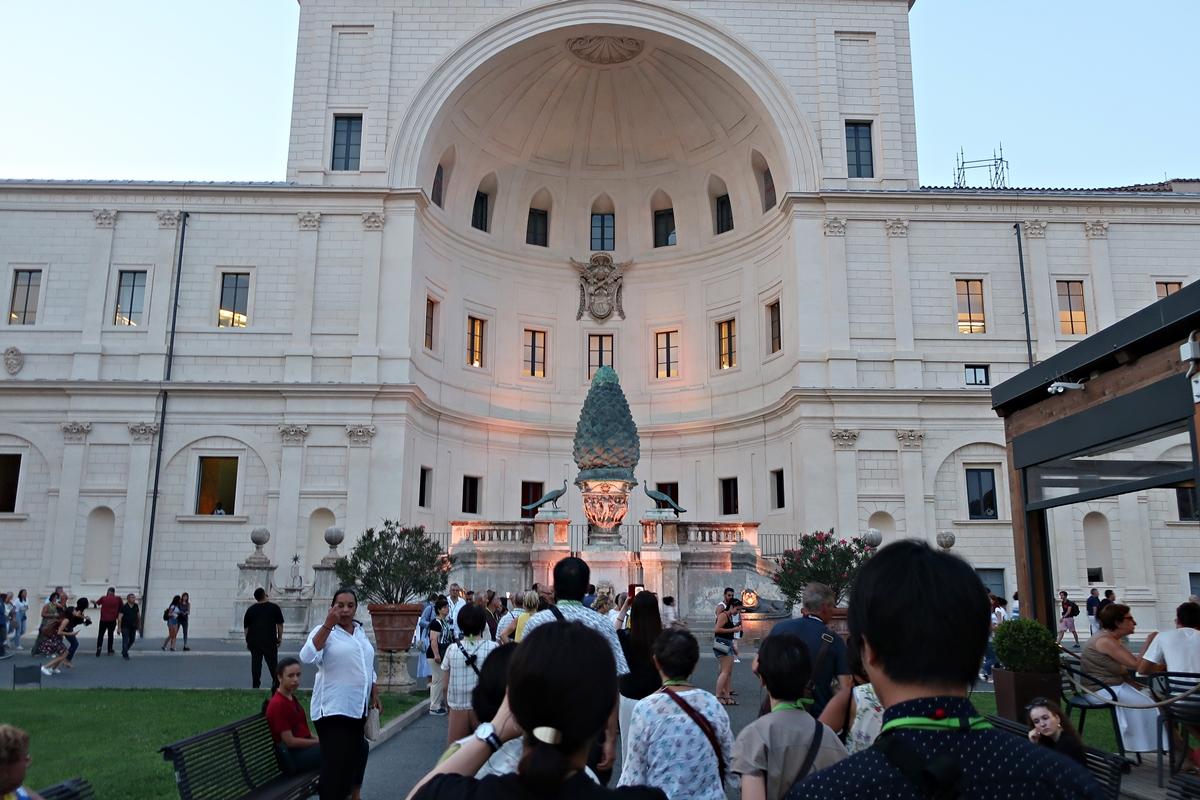 IMG_3191(Vatican_pine_garden_front).jpg