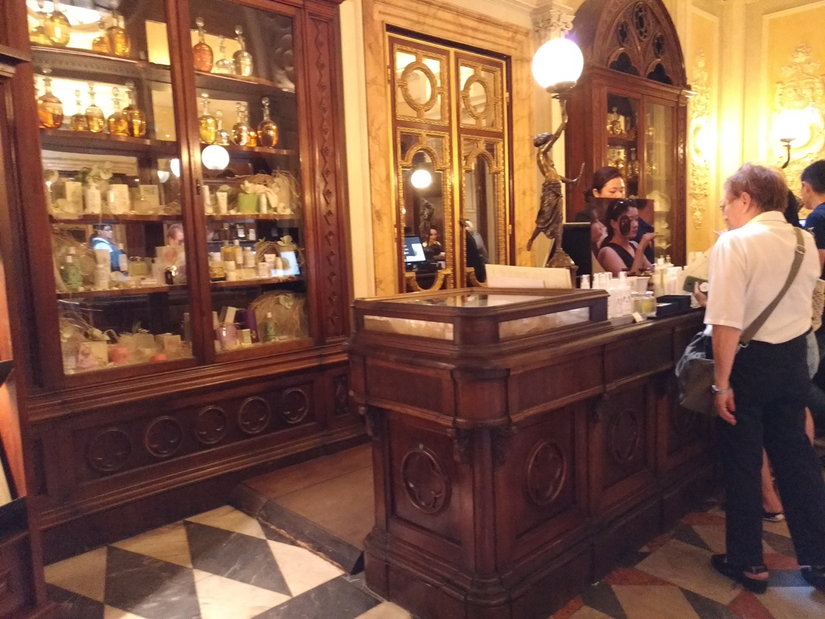 P_20180821_183100(Firenze_pharmacy).jpg