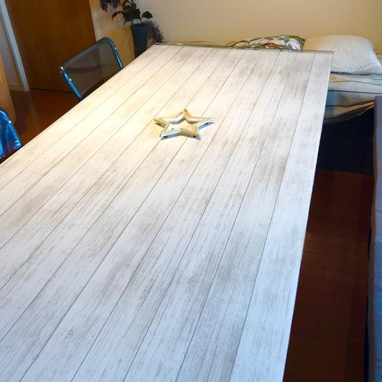 テーブルクロスを新調したら、ダイニングテーブルが生まれ変わった!