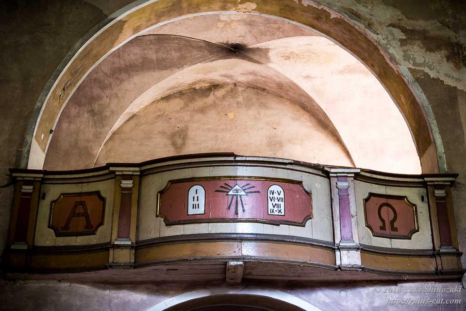 礼拝堂の欄干