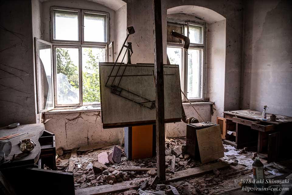 製図台のある部屋