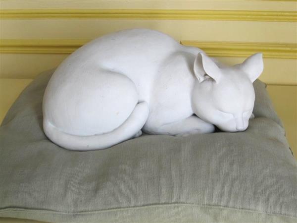 wor1808290007-p1_仏ジベルニーの「モネの家」に寄付された猫の置物(クロード・モネ財団提供)