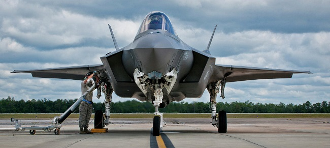 全天候型多用途ステルス戦闘爆撃機F35(ライトニングⅡ)