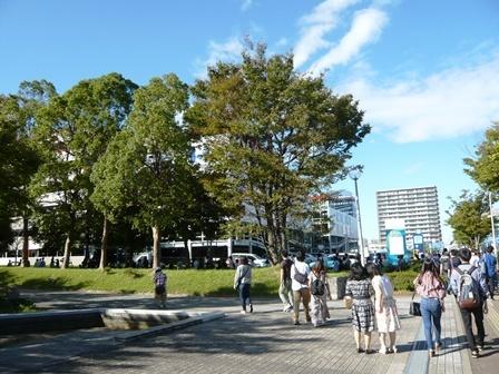 ららぽーと:日曜の昼過ぎ;地下鉄港区役所駅から2