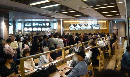 フードキッチン:海鮮丼の行列