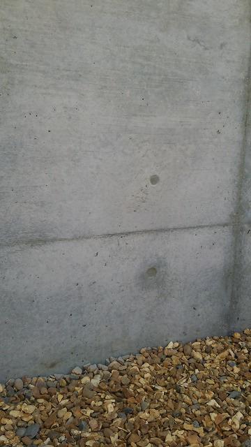 コンクリート壁のモルタル補修跡色合わせ美装