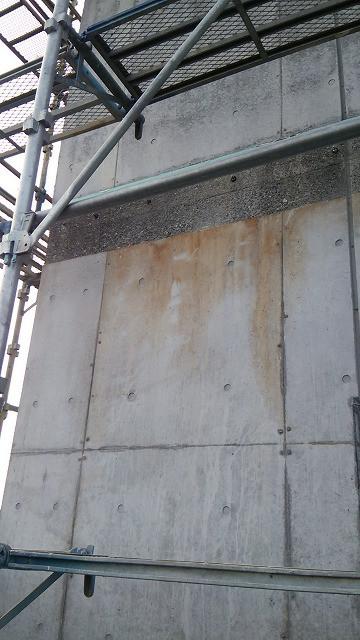 コンクリート外壁のアク汚れ美装