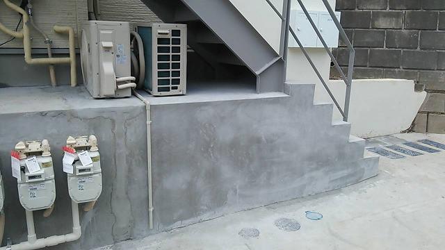 アパート前コンクリートの配管埋め戻し跡美装