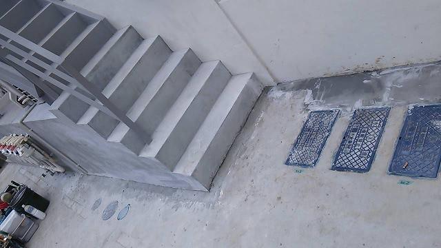 コンクリート埋め戻し跡の美装