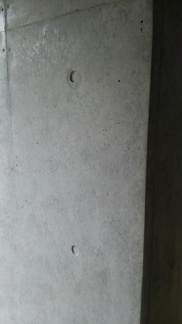 コンクリート打ち継ぎの色むら補修美装