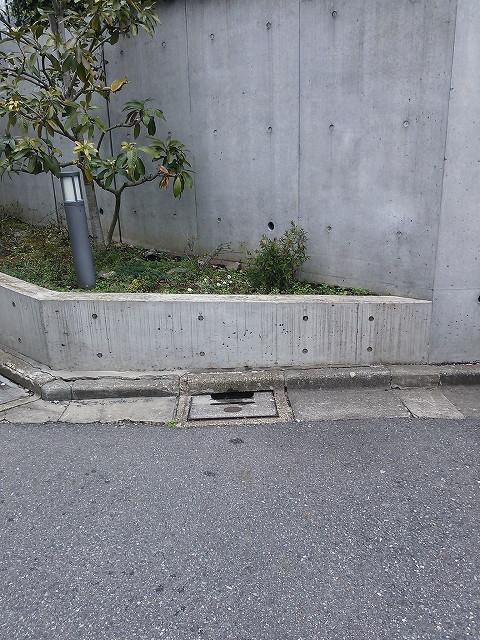 コンクリート擁壁こすり傷の補修