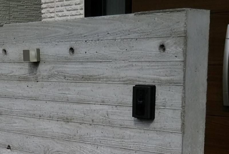 杉板本実コンクリ門壁、気泡穴などの補修美装