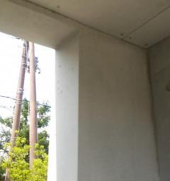 コンクリに電気配線を埋めた跡をわからなく補修美装