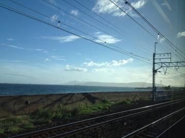 淡路島を車窓に望む