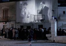 ニュー・シネマ・パラダイス 広場に投影される映像