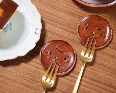ヤコのオーブン陶土箸置き