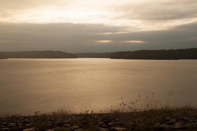 雨の湖IMG_3774