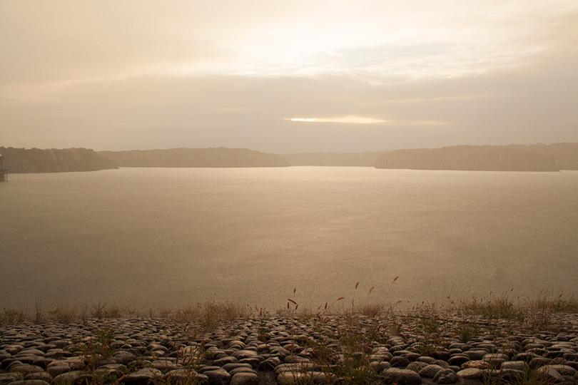 雨の湖IMG_3782
