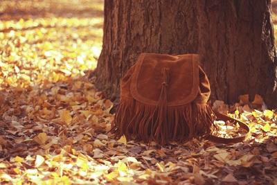 いちょうの葉っぱとフリンジのバッグ