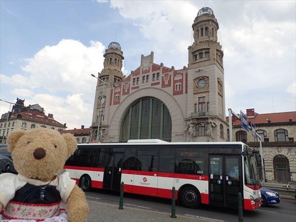 プラハ本駅到着バス