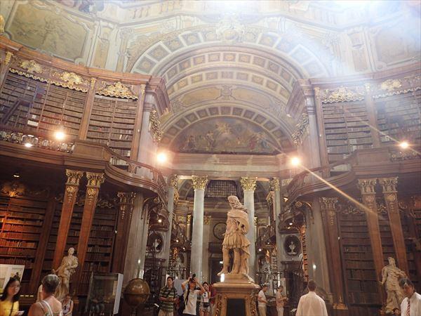 図書館内部3