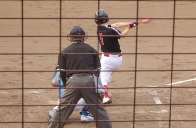 P8102766続く9番1番と連続四球で満塁にすると2番が右前打を放ち2点追加